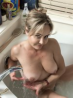 Sexy bathtub fun with the beautiful Sarah Michaels